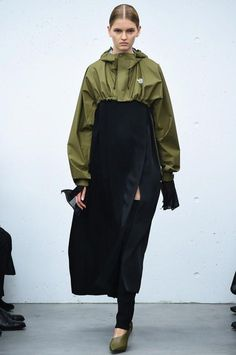 The North Face Continues Its High Fashion Streak With HYKE Collaboration Fashion Details, Look Fashion, Runway Fashion, High Fashion, Fashion Show, Fashion Design, Haute Couture Style, Army Look, Fashion Silhouette