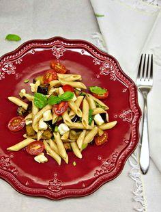 μακαρονοσαλάτα με μελιτζάνες alla Siciliana | Pandespani Pasta Salad, Ethnic Recipes, Food, Eggplant, Crab Pasta Salad, Essen, Meals, Yemek, Eten