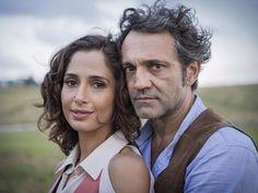 Domingos Montagner e Camila Pitanga como os personagem Santo e Tereza, durante…