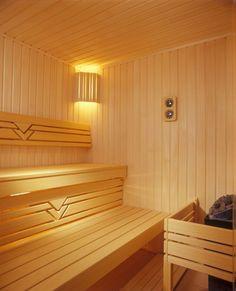 Расположив вагонку вертикально, Вы увеличиваете срок срок службы Вашей парилки Saunas, Sauna Steam Room, Sauna Room, Beautiful Interior Design, Beautiful Interiors, Day Spa Decor, Pool Table Room, Spa Treatment Room, Outdoor Sauna