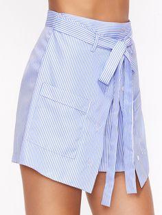 Pantalones cortos a rayas con cinturón - azul