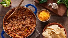 These Dutch oven chicken recipes are here to make your next dinner at home even easier. From chicken fajitas to chicken meatballs and more, these best chicken recipes for your Dutch oven will feed a crowd. Dutch Oven Chicken, Oven Chicken Recipes, Dutch Oven Cooking, Dutch Oven Recipes, Dutch Ovens, Turkey Recipes, Best Dutch Oven, Braised Brisket