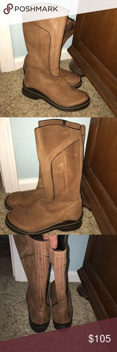Sorel soft leather tall winter boots 7 ❄️⛄️ Sorel tall soft leather winter boots size 7 these were never worn just sitting in closet collecting dust . Not really my style that's why they need to go to a good home Sorel Shoes Winter & Rain Boots