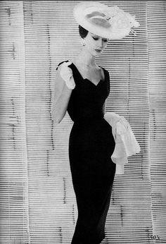 Dovima 1954 by 50'sfan, via Flickr