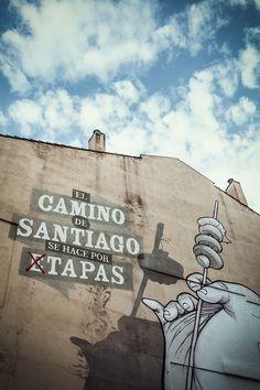 Fachada en el Casco Antiguo, junto a la Iglesia de Palacio. El Camino de Santiago se hace por... tapas. Foto: Carlos Glera. #ReservaLaRioja