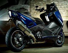 Scooter Yamaha T-Max custom Yamaha Tmax, Yamaha Scooter, Ninja Bike, Scooter Design, Scooter Custom, Big Boyz, T Max, Motor Scooters, Moto Bike