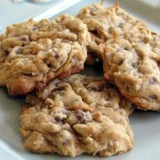 Coconut, chocolate chip and almond cookies. so good - you won't be able to eat just one. Healthy Cookie Recipes, Healthy Cookies, Healthy Baking, Healthy Desserts, Just Desserts, Delicious Desserts, Dessert Recipes, Cooking Recipes, Yummy Food