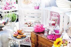 Wunderschöne Vintage Candy Bar. Diese Vintage Candy Bar kann man super einfach selber machen und den eigenen Candy bar ideen freien Lauf lassen DIY Candy Bar
