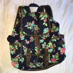 Aeropostale floral cinching backpack Floral cinching backpack. Navy blue with dark brown faux leather accents. Floral patterned. Three outside pockets. Functional as backpack or purse. Aeropostale Aeropostale Bags Backpacks
