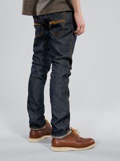 Slim Jim Dry BrokenTwill SLIM JIM DRY BROKENTWILL  12,2 OZ RIGID DENIM DRY 100% ORGANIC COTTON MADE IN ITALY SLIM FIT ZIP FLY 2001年にスウェーデンのゴーテボーグで設立。Nudie Jeansはサステイナブルとオーガニックデニム製品のリーダーへと成長し、他に類のないコレクションを提供しています。 WE LOVE JEANS. 穿きつぶしたジーンズを嘆き悲しむ人誰とでも私たちは情熱を共有します。ちょうど親友に対する情熱と同じように。他のどんな生地もデニムのようには美しく経年変化を遂げません。あなたのジーンズを長く穿けば穿くほど、より個性と性格が際立っていきます。あなたのライフスタイルによりジーンズは形作られていきます。そしてそれは第二の肌のようになるのです。 ジーンズはロックンロールのシーンで見られるのと同じ魂、姿勢を共有しています-彼らはどちらも同じ文化のパーツなのです。 Nudie…