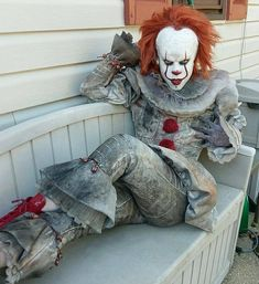 Pennywise from IT cosplay by instagram.com/tesazombie/ #pennywisecosplay #it #cosplayclass