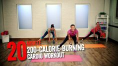 Burn 200 Calories in 20 Minutes With This Quick Workout: If your schedule is feeling tight, don't skip your workout. Burn 200 Calories in 20 Minutes With This Quick Workout: If your schedule is feeling tight, don't skip your workout. Cardio Training, Mental Training, Training Schedule, Weight Training, Strength Training, Fitness Workouts, Nike Workout, At Home Workouts, Dumbbell Workout