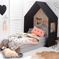 tete-de-lit-cabane-chambre-fille-couette-imprime-pois-noir-peche