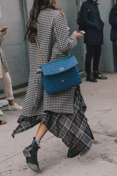 Street Style Oversized Blazer / street style fashion / fashion week you can find similar pins below. Street Style Trends, Look Street Style, Street Looks, Fashion Moda, Look Fashion, Daily Fashion, Street Fashion, Womens Fashion, Fashion Design