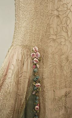 Boue Soeurs, evening dress - detail - 1928 - Design by Boué Soeurs - Silk, metallic threads - The Metropolitan Museum of Art Vintage Outfits, Vintage Dresses, Vintage Fashion, Victorian Fashion, Moda Vintage, Vintage Mode, Vintage Hats, Lesage, Silk Ribbon Embroidery