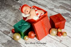 Newborn baby studio session. Newborn inspiration for baby pictures with hand made hats. Holiday or Christmas newborn inspiration.  Image by Kari Bruck Photography