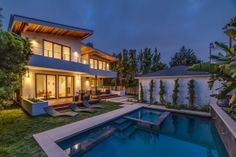 Pardee Properties - Stunning Northwest Contemporary Family Home with Beautiful Pool and Spa
