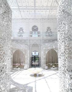 Royal Mansour - Marrakech, Morocco.   Encaje y celosía, paredes translúcidas. #Esmadeco.