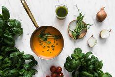 Tuoreista tomaateista valmistettu tomaattikeitto valmistuu käden käänteessä ja maistuu vannoutuneille lihansyöjillekin. Keittoresepti on luontaisesti gluteeniton ja vegaaninen.