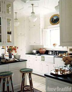 Although this Saratoga Springs kitchen isn't big, it has a 10-foot ceiling. Designer Nancy Boszhardt... - John Kernick