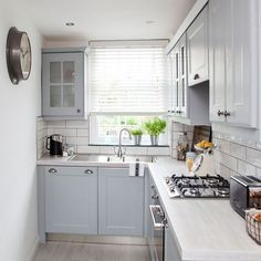 Cool L-Shaped Kitchen Design for Your Home Now! Need ideas for l-shaped kitchen design?Find hereNeed ideas for l-shaped kitchen design?Find here Small L Shaped Kitchens, L Shaped Kitchen Designs, Beautiful Kitchen Designs, Kitchen Ideas For Small Spaces Design, Grey Kitchen Designs, Small Kitchen Inspiration, Tiny Kitchens, Country Kitchens, Beautiful Kitchens