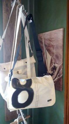 Schoudertas gemaakt van gebruikt zeildoek.