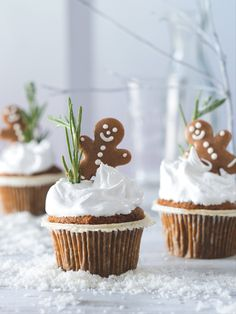 Letošní Vánoce budou na sněhu! Postarají se o to vláčné mrkvové muffiny plné křupavých ořechů s pořádně nadýchanou čepicí. Cupcake Cakes, Cupcakes, Gingerbread, Food And Drink, Ginger Beard, Cupcake, Cup Cakes, Cup Cakes, Muffin