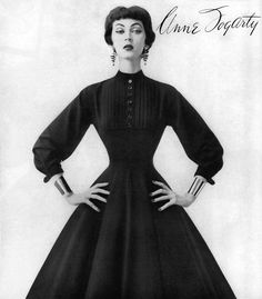 Dovima modeling a full-skirted dress by Anne Fogarty, Vogue Aug Thank's go to my good friend Stephen for scanning this image. Glamour Vintage, Vintage Beauty, Vintage Dresses, Vintage Outfits, Modelos Fashion, Look Retro, Full Skirt Dress, Vintage Fashion Photography, Looks Chic