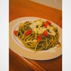 🔹 spaghetti 🔷tuna 🔷cherry tomatoes 🔹cheese 🔷pesto sauce Bon appétit! ♥️🍝 #pastafoodrecipes #spaghetti #tuna #pestosauce #cheese #cherrytomatoes Spaghetti, Tomato And Cheese, Pesto Sauce, Cherry Tomatoes, Bon Appetit, Tuna, Pasta Recipes, Ethnic Recipes, Food