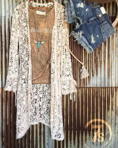 The Sundance duster with all its vintage designed amazingness has us excited to style it all the way thru summer! #sopretty #thosedetails #edgyandromantic #savannah7s #newarrival