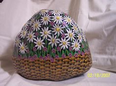Flower basket painted on rock. Pebble Painting, Pebble Art, Stone Painting, Rock Painting, Painted Rocks Craft, Hand Painted Rocks, Painted Stones, Stone Crafts, Rock Crafts