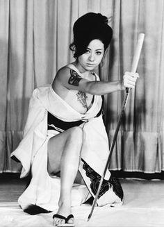 "Reiko Ike, a sex star and the focus of the ""sukeban"", female girl boss phenomenon of Japanese cinema, Female Samurai, Samurai Art, Samurai Swords, Samurai Poses, Katana Girl, Arte Ninja, Warrior Girl, Martial Artists, Action Poses"
