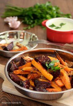 Pieczone warzywa a'la frytki, z ziołowym sosem jogurtowym   DAYLICOOKING blog kulinarny: sprawdzone i proste przepisy, fotografia kulinarna Pot Roast, Thai Red Curry, Ethnic Recipes, Blog, Fotografia, Carne Asada, Roast Beef, Blogging