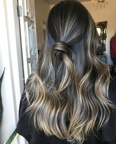 Ideas hair ombre reverse cut and color Brown Hair Balayage, Hair Color Balayage, Hair Highlights, Cut Her Hair, Hair Color And Cut, Hair Cuts, Cabelo Ombre Hair, Medium Hair Styles, Long Hair Styles