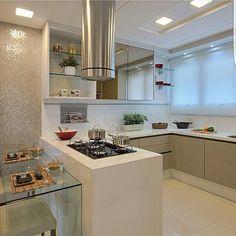 Boa noite amores!!! Cozinha cheia de detalhes lindos . Projeto Marília Bezerra