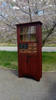Love the paint on this...I have a similar cabinet that I plan to repaint in a patriotic theme...