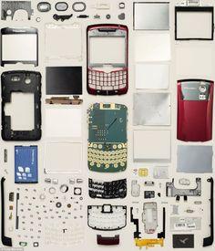 Ce e în electronice? Un fotograf a petrecut 10 ani descoperind asta