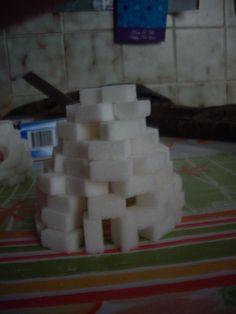 Iglo's bouwen met suikerklontjes, leuk bij het thema winter Gedaan met het 2e leerjaar, oftewel groep 4