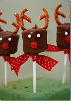 Marshmallow reindeer  http://adventuresofabettycrockerwannabe.blogspot.com/2010/11/chocolate-covered-marshmallow-reindeer.html