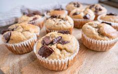 Sunde bananmuffins - svampede og lækre muffins | Mummum.dk Danish Dessert, Danish Food, Cookie Desserts, No Bake Desserts, Healthy Cake, Healthy Snacks, Cake Recipes, Dessert Recipes, Scandinavian Food