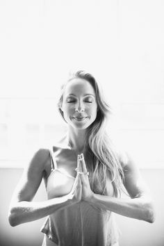 Miracle Meditation: For the past month I've been teaching a very special meditation at my live lectures. It is my honor to share this Kundalini Meditation to Expand into Intuitive Knowing. #SpiritJunkie