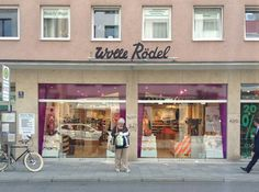 this is a chain yarn shop in germany...there is a smaller one in Bonn.  this one is in Munich