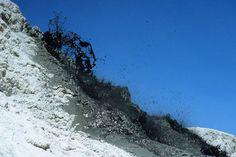 Explosion+of+carbonatite+lava+on+Lengai+2+%281%29.jpg (900×600)
