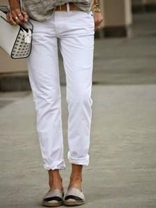 How To Make White Jeans Look Cool I have a thing for white jeans and espadrilles. Looks Street Style, Looks Style, Style Me, Mode Outfits, Jean Outfits, Fall Outfits, Over 40 Outfits, Chic Outfits, Boyfriend Jeans Kombinieren