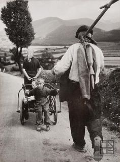 Karol Kállay: On the way from the field / Z poľa Monochrome Photography, Vintage Photography, Narrative Photography, Mountain Landscape, Black Forest, Eastern Europe, Celtic, Photos, Costume