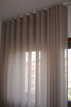 Cortina de Tecido sob medida no voil. Cute Curtains, Ceiling Curtains, Living Furniture, Living Room Decor, Bedroom Decor, Family Room Curtains, Drapes And Blinds, Curtain Designs, House Layouts
