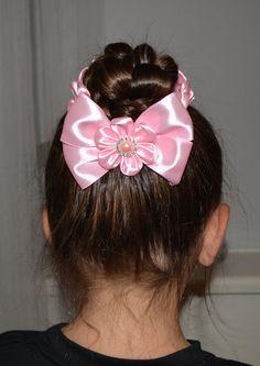 Handmade Girl's Pink Flower Bun Wrap/Top Knot por PrettyBlossomBows