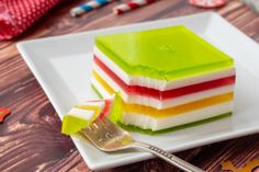 A flavorful, festive Jello dish that is sure to brighten up any Holiday meal! Layers of Jello and a creamy filling combined in this family favorite! Jello Desserts, Jello Recipes, Dessert Recipes, Salad Recipes, Jello Salads, Flan, Layered Jello, Cata, Meals For The Week