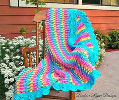 This Rainbow Dash blanket is bright and cheery! Get the free crochet pattern by Beatrice Ryan Designs now on Ravelry. Friendship is Magic! :D