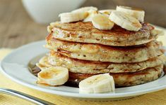 Here you can get huge collection of recipes for delicious healthy pancakes. Best method for yummy healthy pancake recipe - Oatmeal pancakes recipes. Plats Weight Watchers, Weight Watchers Meal Plans, Weight Watchers Diet, Casserole Enchilada, Ww Recipes, Cooking Recipes, Flourless Banana Pancakes, Pancake Kitchen, Gluten Free Sweets